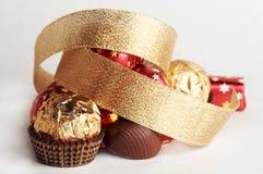 Sfera dorata del cioccolato Fotografie Stock Libere da Diritti