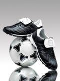 Sfera e morsetti di calcio Fotografia Stock Libera da Diritti