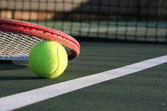 Sfera e racchetta di tennis Fotografie Stock