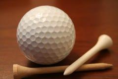 Sfera e T di golf Fotografie Stock Libere da Diritti