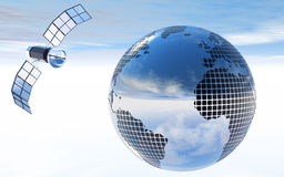 Sfera o globo dello specchio con il satellite Fotografia Stock Libera da Diritti