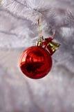 Sfera rossa del nuovo anno Fotografia Stock Libera da Diritti