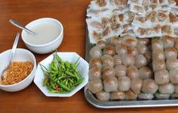 Sfere della tapioca con il materiale da otturazione del porco ed il riso cotto a vapore Fotografie Stock Libere da Diritti