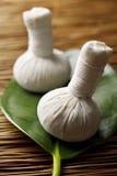 Sfere di erbe di massaggio Fotografia Stock Libera da Diritti