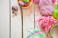Sfere di filato colorato Vista da sopra Tutti i colori del Ra Fotografia Stock