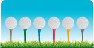 Sfere di golf sui T Fotografia Stock