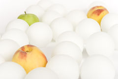 Sfere e frutta bianche 2 Fotografia Stock Libera da Diritti