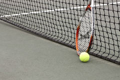 Sfere e racchetta di tennis Immagine Stock Libera da Diritti