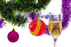 Sfere e vetro di natale con champagne Fotografia Stock