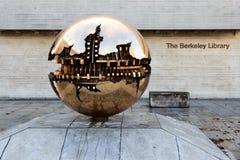 Sferisch metaal sculptur Stock Afbeelding