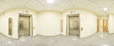 Sferische 360 van de panoramagraden projectie, panorama in binnenlandse lege lange gang met deuren en ingangen aan verschillende  Stock Foto's