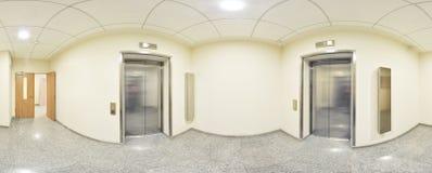Sferische 360 van de panoramagraden projectie, panorama in binnenlandse lege lange gang met deuren en ingangen aan verschillende  Royalty-vrije Stock Foto