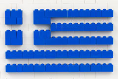 Sófia, Bulgária - 16 de julho de 2015: O plástico LEGO obstrui partes na estrutura planar que mostra a bandeira nacional de Gréci Imagens de Stock