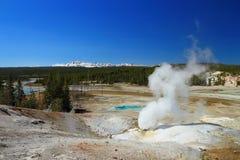 Sfiato nero del rivelatore di cortocircuiti a Norris Geyser Basin, parco nazionale di Yellowstone, Wyoming fotografia stock libera da diritti