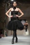 Sfilata di moda dei vestiti da cerimonia nuziale Fotografia Stock