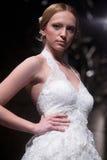 Sfilata di moda dei vestiti da cerimonia nuziale Fotografie Stock