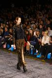Sfilata di moda del lether delle pellicce sulla settimana russa di modo Fotografia Stock Libera da Diritti