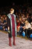 Sfilata di moda del lether delle pellicce sulla settimana russa di modo Immagine Stock