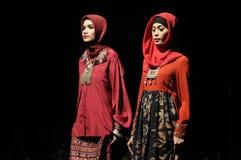 Sfilata di moda musulmana in Indonesia Fotografia Stock