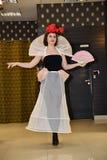 Sfilata di moda 05 03 2017 Singolo coniglietto della sede Dimostrazione del copricapo Immagini Stock Libere da Diritti
