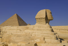 Sfinks and pyramid in Giza Royalty Free Stock Images