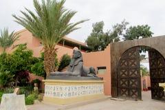 Sfinks statuy mały odbitkowy pobliski wejście hotel Zdjęcia Royalty Free