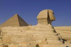 Sfinks y pirámide en Giza Imágenes de archivo libres de regalías