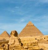 Sfinksa Giza Egipt Frontowi Okładzinowi ostrosłupy Khafre obrazy royalty free
