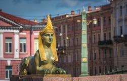 Sfinx av den egyptiska bron över den Fontanka floden, St Petersburg Arkivbilder