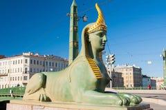 Sfinx av den egyptiska bron över den Fontanka floden, St Petersburg, Ryssland Fotografering för Bildbyråer