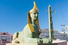 Sfinx av den egyptiska bron över den Fontanka floden, St Petersburg, Ryssland Royaltyfria Bilder