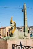 Sfinx av den egyptiska bron över den Fontanka floden, St Petersburg, Ryssland Arkivbilder