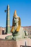Sfinx av den egyptiska bron över den Fontanka floden, St Petersburg, Ryssland Royaltyfri Fotografi
