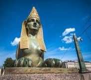 Sfinx av den egyptiska bron över den Fontanka floden, St Petersburg Royaltyfri Foto