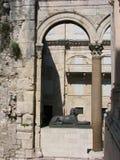 Sfinx, Diocletian-Palast, Spalte, Kroatien Lizenzfreie Stockbilder