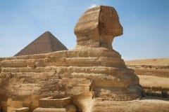 Sfinx en de Grote Piramide Stock Foto's