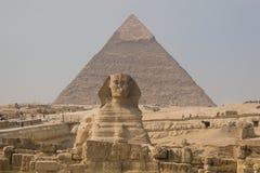 Sfinx en Piramide van Khafre Royalty-vrije Stock Afbeeldingen