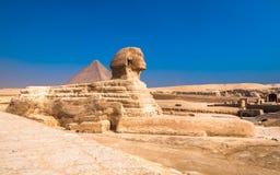 Sfinx en piramides in Giza, Kaïro royalty-vrije stock fotografie