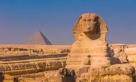 Sfinx en piramides in Giza, Kaïro Stock Foto