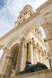 Sfinx utanför domkyrkan för St Dominus, splittring Arkivfoto