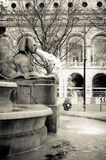Sfinxbeeldhouwwerk in de fontein op zijn plaats du Chatelet, Parijs royalty-vrije stock foto's