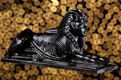 Sfinxen är en zoomorphic mytisk varelse I forntida egyptiskt konst-endjur med kroppen av ett lejon huvudet av en man _ royaltyfria foton