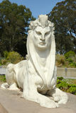 Sfinxstandbeeld door Arthur Putnam in de voorzijde van DE Young Museum in Golden Gatepark Stock Foto's