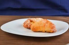 Sfogiatella, pasticceria napoletana tipica, ristorante di Napoli, Italia fotografie stock
