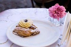 Sfogliatelle typisch Napolitaans gebakje, Napels Italië royalty-vrije stock afbeeldingen