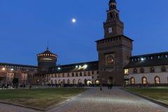Sforzakasteel bij nacht, Milaan, Lombardije, Italië royalty-vrije stock fotografie