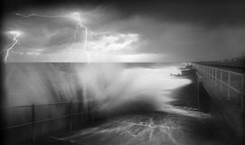 Sforzo dell'oceano della tempesta di alleggerimento Fotografie Stock Libere da Diritti