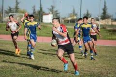 Sforzo di momento del gruppo di lavoro di squadra di rugby Fotografie Stock Libere da Diritti