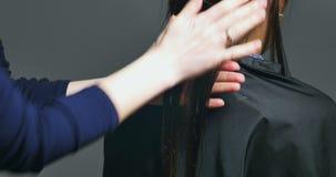 Sfregando ai capelli Preparazione preoccuparsi procedura archivi video