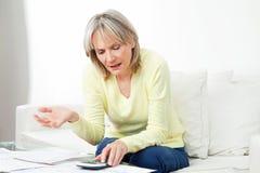 sfrustowana starsza kobieta zdjęcie stock